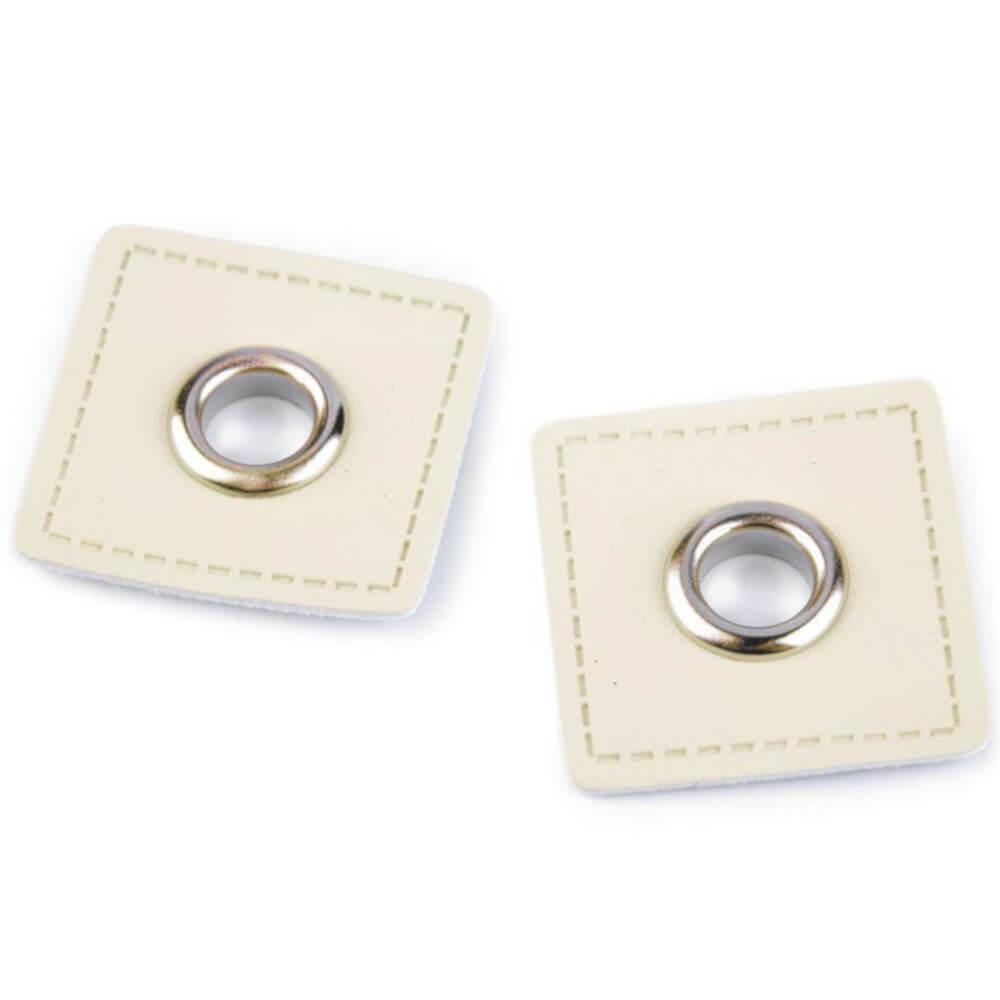 2x 8 mm silberfarbene Ösen Patches auf 30x30 mm Kunstleder - Hellcreme (1)